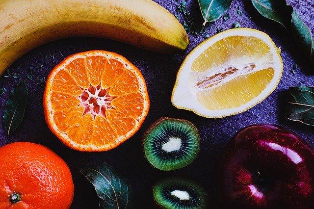 朝の果物がシミを作る?!